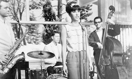 Photo-of-Astrud-Gilberto-007
